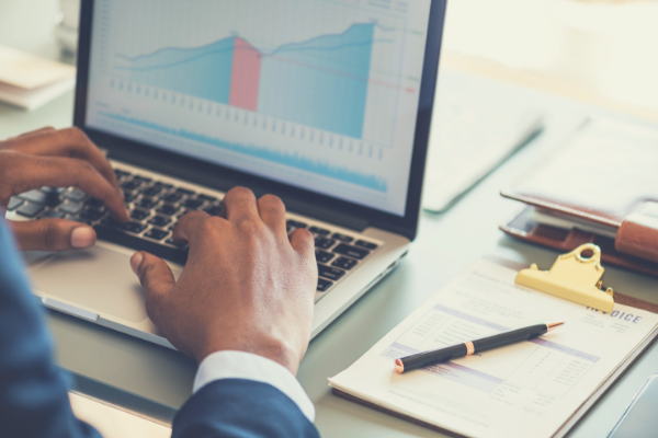 How Reporting and Analytics is Improved With an HCM Platform - Complete Payroll