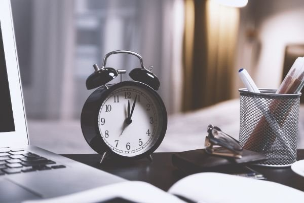 How to Write a Time and Attendance Policy [Free Template]
